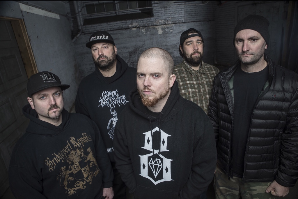 "Hatebreed premieres music video for ""Looking Down The Barrel Of Today""‏"