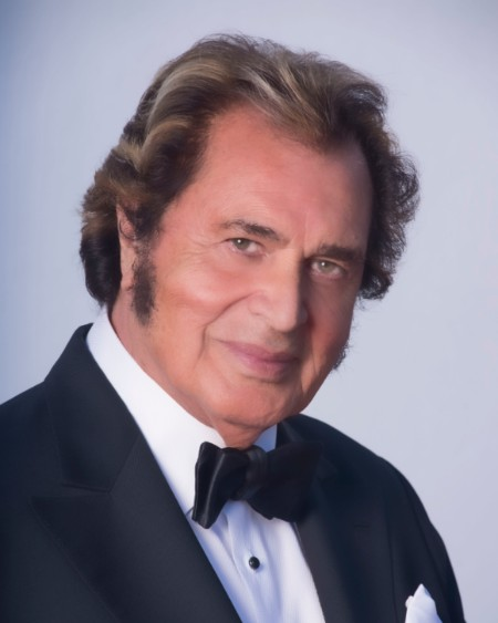 "Engelbert Humperdinck Delivers ""Warmest Christmas Wishes"" on Oct. 12th!"